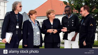 epa01030902 German chancellor Angela Merkel (C) meets rock singer and activist Bob Geldof (L), Claudie Warning (2-L) of the Church Development Service (EED), Senegalese singer Youssou N'Dour (2-R) and Bono (R) in Heiligendamm, Germany, 06 June 2007. The G8 summit will take place under intense security measures from 6th to 8th June in Heiligendamm. EPA/Peter Kneffel