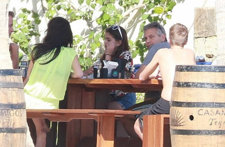 Exclusive... 51613066 Actor George Clooney, his wife Amal Alamuddin and their friends, Cindy Crawford, Rande Gerber and their children Presley and Kaia relaxing on the beach in Cabo San Lucas, Mexico on December 22, 2014. The famous friends have decided to spend their Christmas holiday together in paradise. FameFlynet, Inc - Beverly Hills, CA, USA - +1 (818) 307-4813